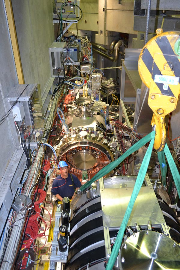 Installing the second (1T) magnet in the experimental area